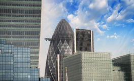 伦敦,英国。美好的现代地平线和摩天大楼日落的 库存照片