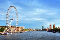 伦敦,英国地平线 大本钟、伦敦眼和泰晤士河 英国标志 免版税库存照片