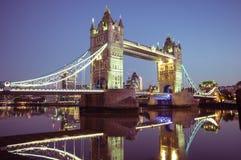 05/11/2017伦敦,英国,塔桥梁夜视图 库存图片
