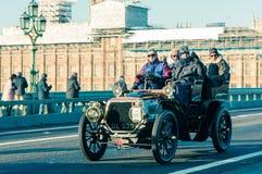 05/11/2017伦敦,英国,布赖顿经验丰富的汽车奔跑的伦敦 库存图片