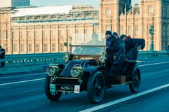 05/11/2017伦敦,英国,布赖顿经验丰富的汽车奔跑的伦敦 免版税库存图片