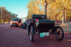 05/11/2017伦敦,英国,布赖顿经验丰富的汽车奔跑的伦敦 免版税库存照片