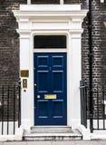 伦敦,英国,被保存的伦敦18世纪英王乔治一世至三世时期连栋房屋门道入口  图库摄影