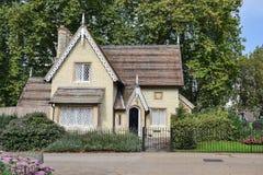 伦敦,英国, 2014年9月19日,美丽的房子在海德公园 免版税库存照片