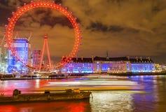 伦敦,英国, 2018年2月17日:英国地平线在晚上 伦敦眼和大厦的Ilumination 图库摄影