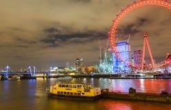 伦敦,英国, 2018年2月17日:英国地平线在晚上 伦敦眼和大厦的Ilumination 免版税库存图片