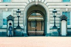 05/11/2017伦敦,英国, Buckingam宫殿护卫 免版税库存图片