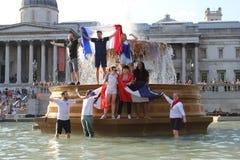 伦敦,英国:15/7/2018 -法国人法国足球迷庆祝赢取的世界杯 免版税库存图片
