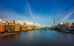 伦敦,英国-中央伦敦全景地平线视图有银行区,泰晤士河摩天大楼的  库存图片