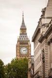 伦敦,英国-威斯敏斯特宫殿和大本钟耸立 免版税库存照片