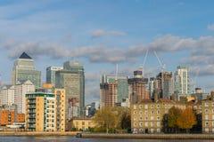 伦敦,英国- 2017年10月17日, :金丝雀码头商业区在伦敦 图库摄影