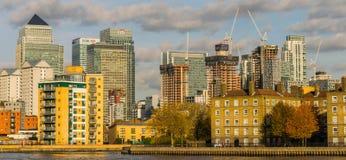 伦敦,英国- 2017年10月17日, :金丝雀码头商业区在伦敦 免版税库存图片