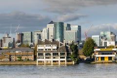 伦敦,英国- 2017年10月17日, :金丝雀码头商业区在伦敦 库存照片