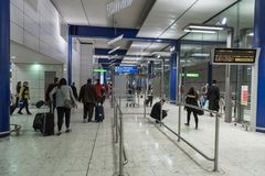 伦敦,英国- 2017年9月27日:伦敦希思罗机场 地下蓝色岗位地铁色彩 免版税库存图片