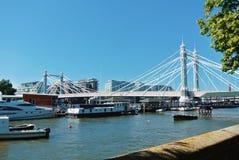 伦敦,英国- 2013年8月01日:南部河沿散步  库存图片