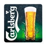 伦敦,英国- 2018年2月04日:嘉士伯啤酒在白色隔绝的beermat沿海航船 库存图片