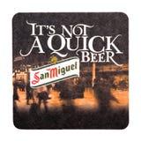 伦敦,英国- 2018年2月04日:圣米格尔火山啤酒在白色隔绝的beermat沿海航船 免版税库存图片
