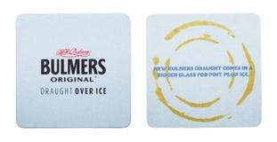 伦敦,英国- 2018年3月01日:在白色隔绝的Bulmers萍果汁原始的beermat沿海航船 库存照片