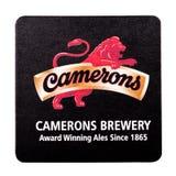 伦敦,英国- 2018年2月04日:在白色隔绝的Camerons啤酒厂原始的beermat沿海航船 免版税库存照片