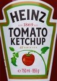 伦敦,英国- 2017年11月03日:海因茨番茄酱标签在白色的 免版税库存照片