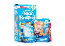 伦敦,英国- 2018年6月01日:箱和组装凯洛格` s米Krispies在白色的早餐谷物与原始的板材 库存图片