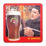 伦敦,英国- 2018年2月04日:约翰・史密斯` s啤酒在白色隔绝的beermat沿海航船 免版税库存照片