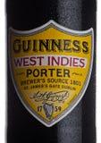 伦敦,英国- 2018年1月02日:装瓶吉尼斯印度西部在白色的搬运工啤酒标签  吉尼斯啤酒从1被生产了 库存照片