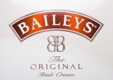 伦敦,英国- 2017年10月20日:Baileys爱尔兰人奶油商标  爱尔兰威士忌酒和基于奶油的利口酒,做爱尔兰的Gilbeys 吊带 免版税库存照片