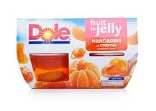 伦敦,英国- 2018年1月02日:Dole包裹在各自的杯子的汁液结果实在白色 库存照片