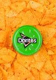 伦敦,英国- 2017年12月01日:Doritos与温和的辣调味汁垂度的玉米片 免版税库存图片