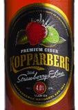 伦敦,英国- 2018年3月10日:Kopparberg优质萍果汁冷的瓶标签与草莓和石灰味道的在白色 库存照片