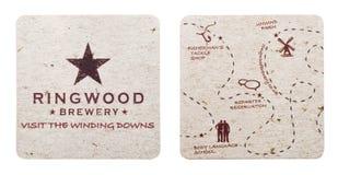 伦敦,英国- 2018年3月01日:Ringwood啤酒厂在白色隔绝的beermat沿海航船 免版税库存照片