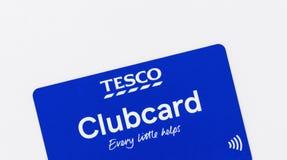 伦敦,英国- 2019年5月14日-在白色背景隔绝的不接触的特易购clubcard 免版税图库摄影