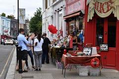 伦敦,英国- 2017年7月15日- portobello路伦敦街道五颜六色的市场 免版税库存照片