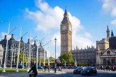 伦敦,英国- 2016年10月:议会受欢迎的旅游胜地、议院和大本钟在伦敦 免版税库存图片