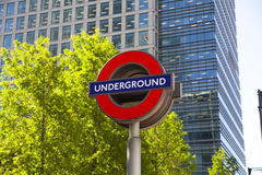 伦敦,英国- 2014年5月14日伦敦管,金丝雀码头驻地,最繁忙的驻地在伦敦,带来大约100 000个办公室工作者 库存图片
