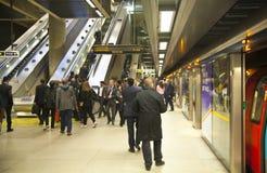 伦敦,英国- 2014年5月14日伦敦管,金丝雀码头驻地,最繁忙的驻地在伦敦,带来大约100 000个办公室工作者 免版税图库摄影