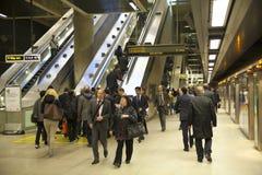 伦敦,英国- 2014年5月14日伦敦管,金丝雀码头驻地,最繁忙的驻地在伦敦,带来大约100 000个办公室工作者 免版税库存照片