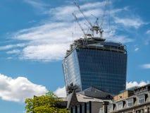伦敦,英国- 6月14日:一个新的大厦建设中在Londo 免版税库存照片