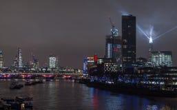 伦敦,英国- 2016年12月13日:伦敦地平线在晚上 免版税库存图片