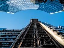 伦敦,英国- 6月14日:伦敦大厦Lloyds在一个晴天 库存图片