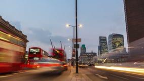 伦敦,英国- 2016年3月10日:伦敦桥,对夜间流逝的天 股票录像