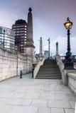 伦敦,英国- 2016年6月16日:兰贝斯桥梁,伦敦,英国日落  免版税库存照片
