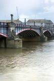 伦敦,英国- 2016年6月16日:兰贝斯桥梁,伦敦,英国日落  图库摄影