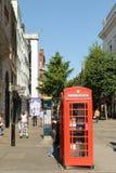 伦敦,英国- 2016年8月30日:典型的英国红色电话亭在科文特花园 免版税库存图片