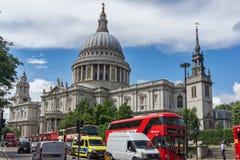 伦敦,英国- 2016年6月15日:圣保罗大教堂惊人的看法在伦敦,英国 库存图片