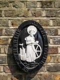 伦敦,英国- 6月14日:圣凯瑟琳匾由塔churc的 库存照片