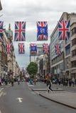 伦敦,英国- 2016年6月16日:在牛津街,伦敦市,大英国的云彩 库存图片