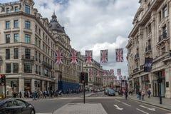 伦敦,英国- 2016年6月16日:在牛津街,伦敦,英国,大英国的云彩 库存照片