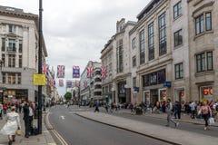 伦敦,英国- 2016年6月16日:在牛津街,英国,大英国的云彩 免版税库存图片